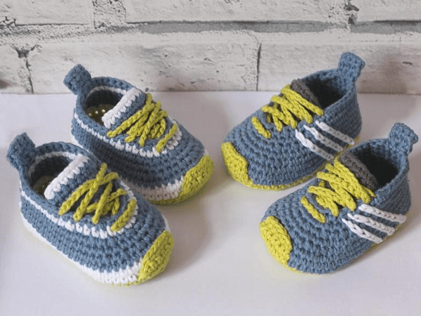 Cute Baby Sneakers Crochet Pattern by Inventorium