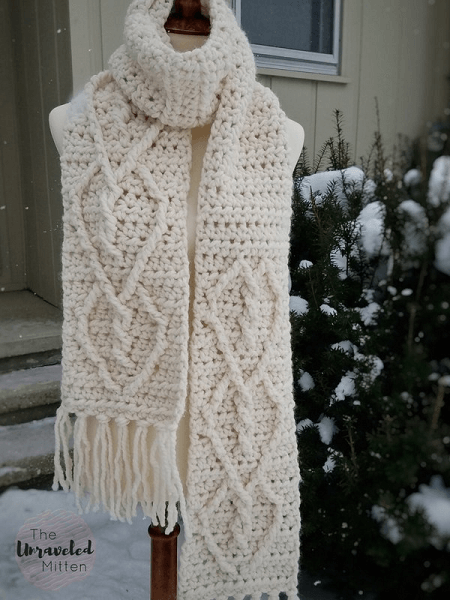 Hearts Entwined Crochet Scarf Pattern by The Unraveled Mitten