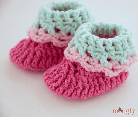 Loopy Love Newborn Baby Booties Crochet Pattern by Moogly Blog