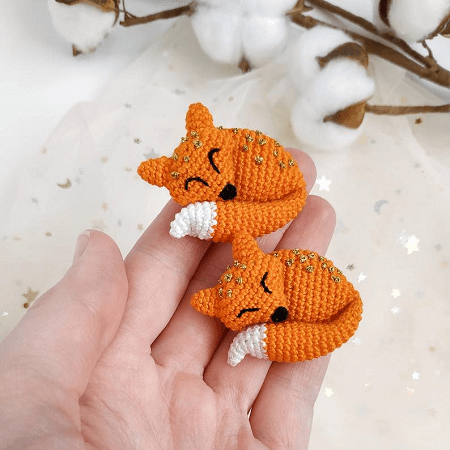 Tiny fox in dress crochet pattern - Amigurumi Today | 450x450