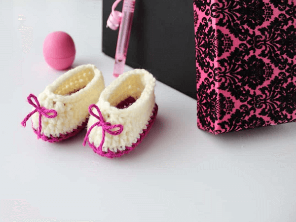 Sweetheart Crochet Baby Booties Pattern by The Blue Elephants