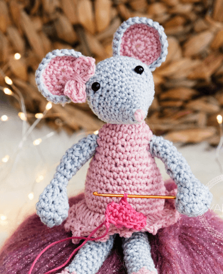 Lisa, The Mouse Crochet Pattern by Yarn Hild
