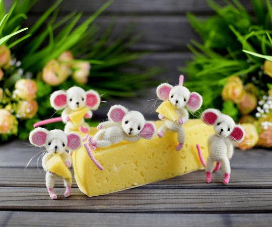 Little Mouse Crochet Pattern by Bears Toys Amigurumi
