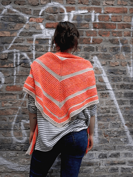 Peaches Triangle Shawl Crochet Pattern by Hakelgold