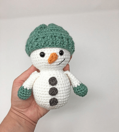 Snowman Amigurumi Crochet Pattern by Grace And Yarn