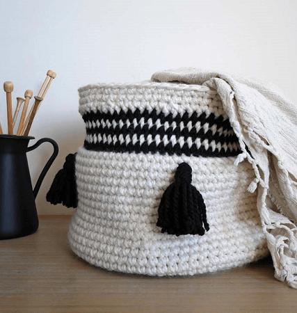 Easy Crochet Basket Pattern by Malloo