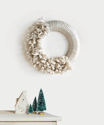 Holiday Christmas Wreath Crochet Pattern by De Brosse NYC