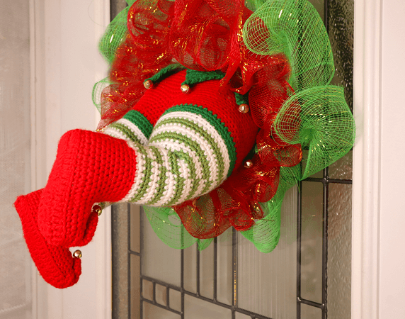 I Got My Elf Stuck Christmas Wreath Crochet Patter by Stringy Ding Ding
