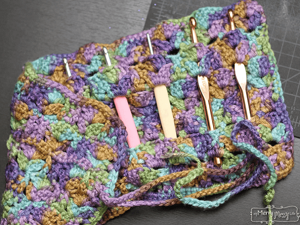 Scalloped Free Crochet Hook Case Pattern by My Merry Messy Life