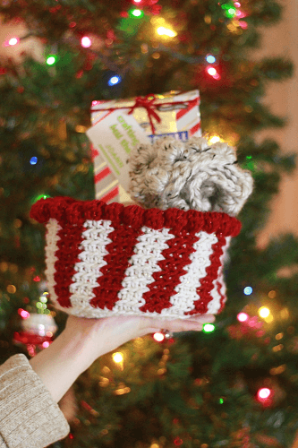 Christmas Basket Free Crochet Candy Cane Pattern by E'Claire Makery