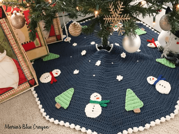 Crochet Christmas Tree Skirt Pattern by Maria's Blue Crayon
