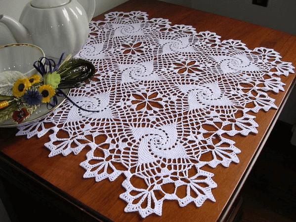 Crochet Lace Tablecloth Pattern by Mondo TSK