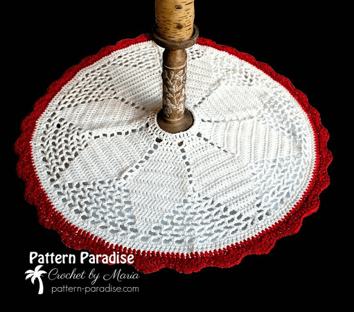 Noel Christmas Tree Skirt Crochet Pattern by The Pattern Paradise