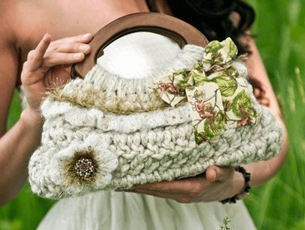 Small Ruffle Purse Crochet Pattern by Yay Crochet Patterns
