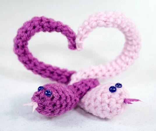 Snakes Heart Crochet Pattern by Iris F.