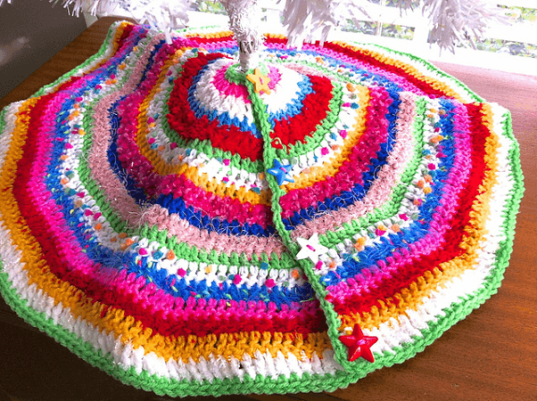 Stripedy Mini Tree Skirt Crochet Pattern by Jennifer Edwards