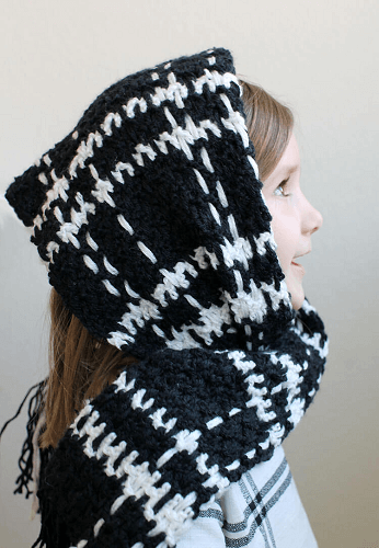 Windowpane Plaid Scarf Free Crochet Pattern by Persia Lou