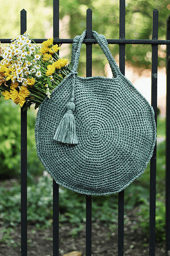 Capri Circle Bag Crochet Pattern by Alexandra Tavel