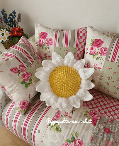 Crochet Daisy Pillow Pattern by Pippa Patterns Crochet
