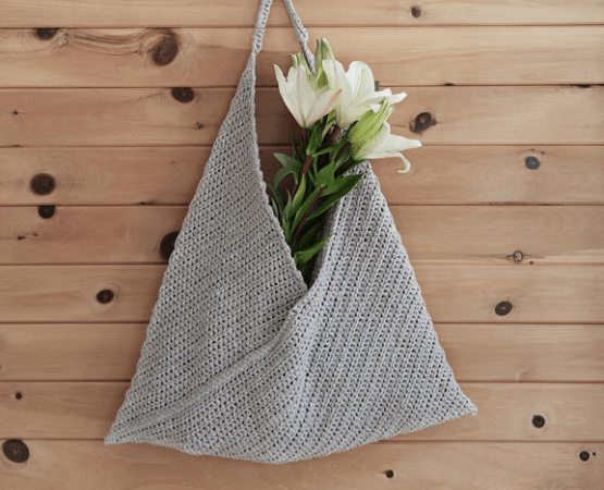 Beginner Crochet Tote Bag Pattern by Make And Do Crew