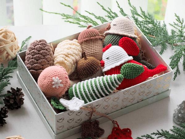 Crochet Christmas Decorations Pattern by Rnata