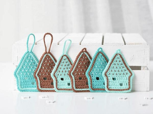 Crochet Gingerbread House Ornament Pattern by Lilleliis