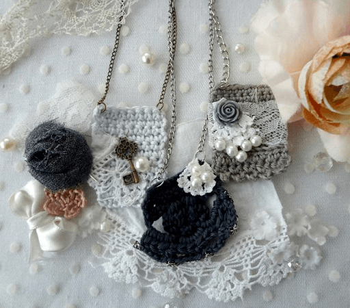 Crochet Pendant Necklace Pattern by Maya Kuzman