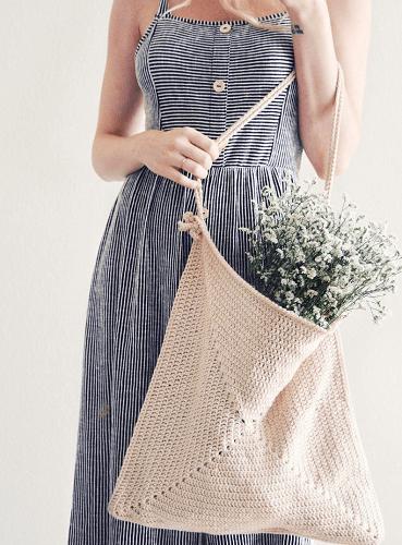 Crochet Tote Bag Pattern by Darling Jadore