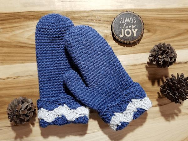 Wavy Shells Mittens Free Crochet Pattern by Highland Hickory Designs