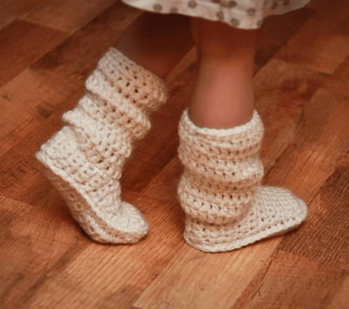 Crochet Baby Boots Pattern by Mamachee