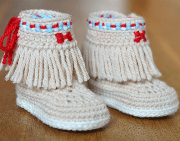 Baby Boots With Fringes Crochet Pattern by Matilda's Meadow