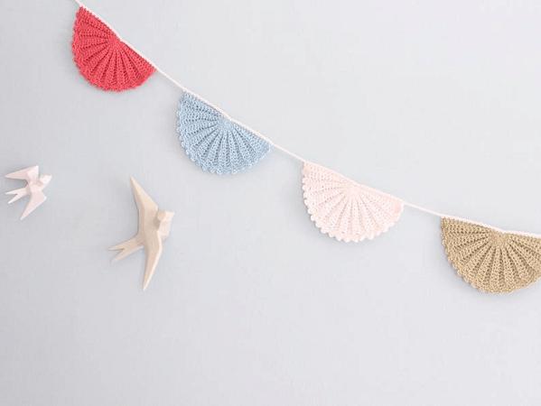 Crochet Fan Bunting Pattern by Tremendu