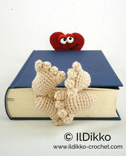 Crochet Valentine Bookmark Pattern by Il Dikko