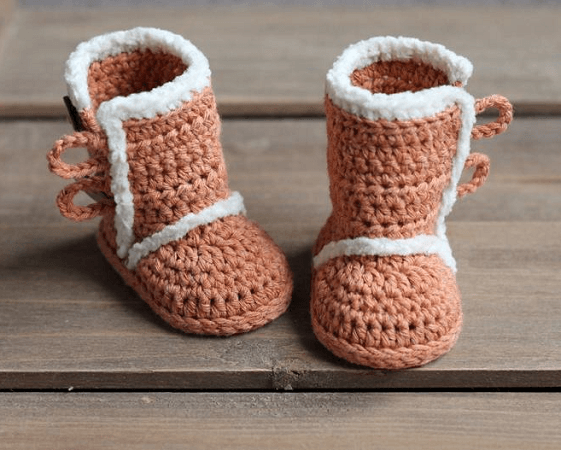 Winter Crochet Baby Boots Pattern by Inventorium