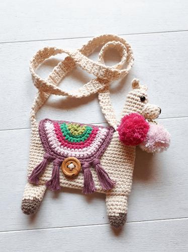 Llama Purse Crochet Pattern by Birds And Crickets