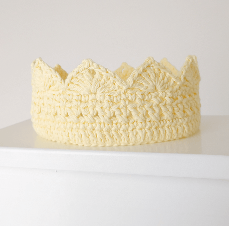 Queen Bee Adult Crochet Crown Pattern by 1 Dog Woof