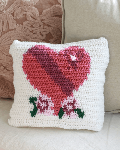 Valentine's Heart Pillow Free Crochet Pattern by E'Claire Makery