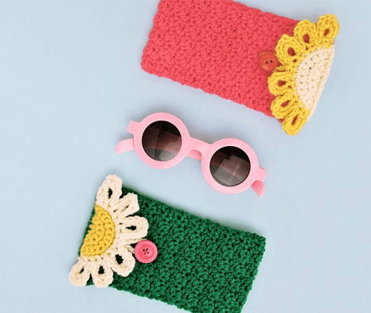 Happy Daisy Crochet Sunglasses Pouch Pattern by Persia Lou