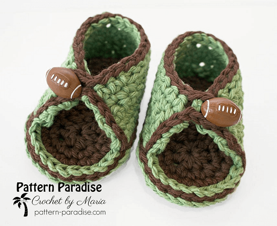 Peek A Boo Baby Sandals Crochet Pattern by Pattern Paradise