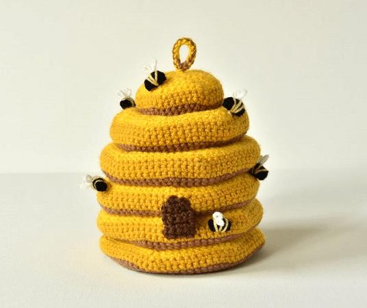 Amigurumi Beehive Crochet Pattern by Vliegende Hollander