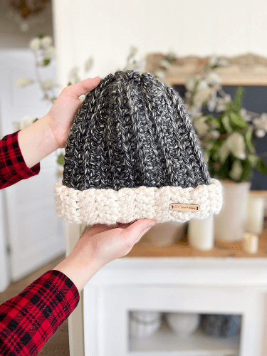 Two Toned Beanie Free Crochet Pattern by E'Claire Makery