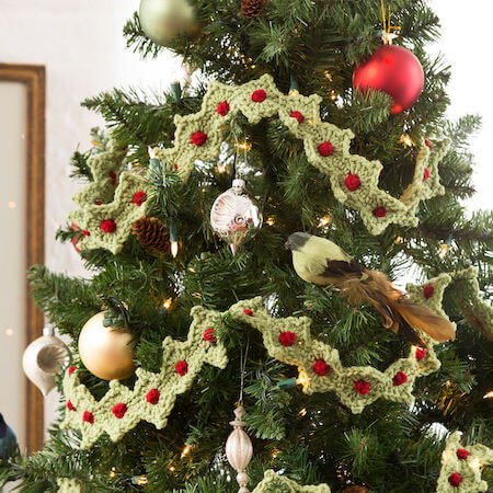 Christmas Tree Garland Crochet Pattern by Red Heart