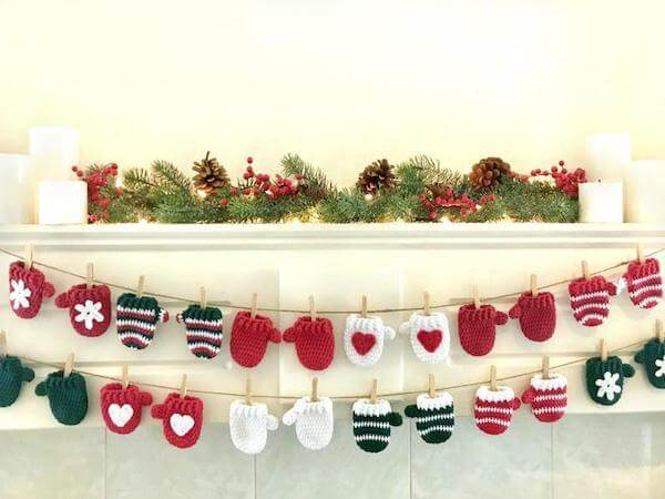 Crochet Mittens Christmas Garland Pattern by Crochet To Play