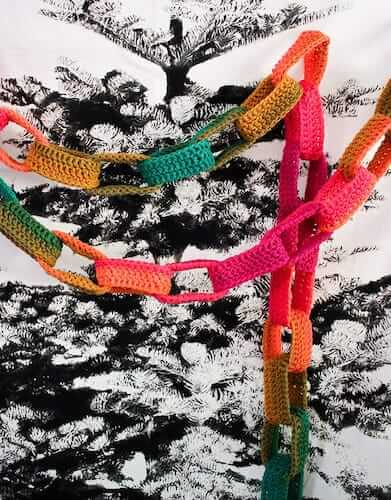 Crochet Paper Chain Christmas Garland Pattern by My Poppet Makes