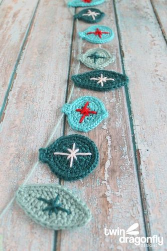 Free Holiday Crochet Garland Pattern by Homemade Heather