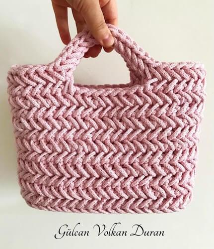 Herringbone Handbag Crochet Pattern by Yarn And Hooks