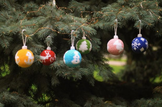 6 in 1 Christmas Ornaments Crochet Ball Pattern by FrantsToys
