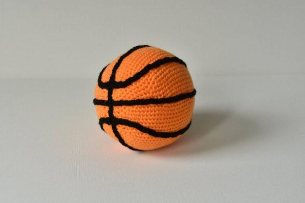 Basketball Crochet Pattern by VliegendeHollander
