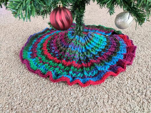 Crochet Christmas Tree Skirt Pattern by Lisa Rolluns