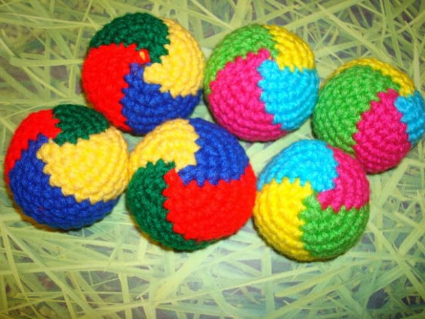 Wibbly Wobbly Juggling Balls Free Crochet Pattern by NyanPon